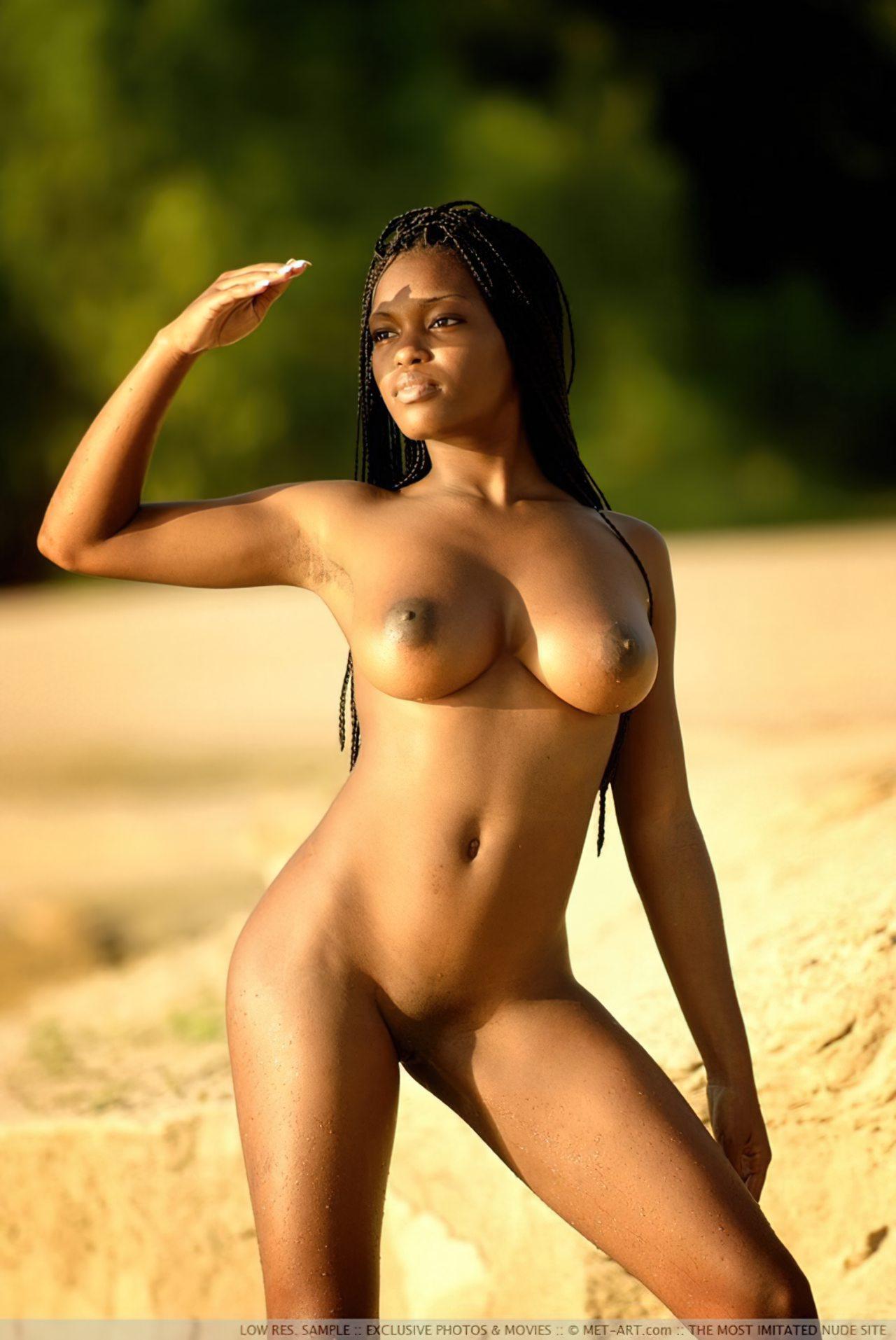 Negra Nua na Praia