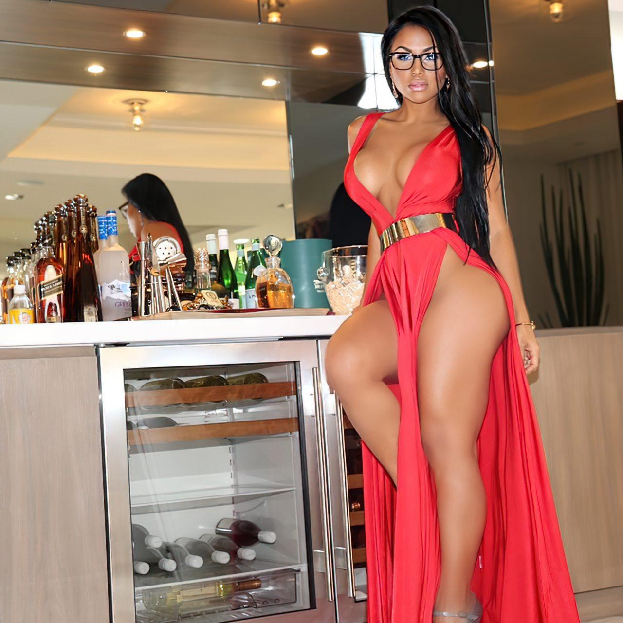 Dolly Castro (26)