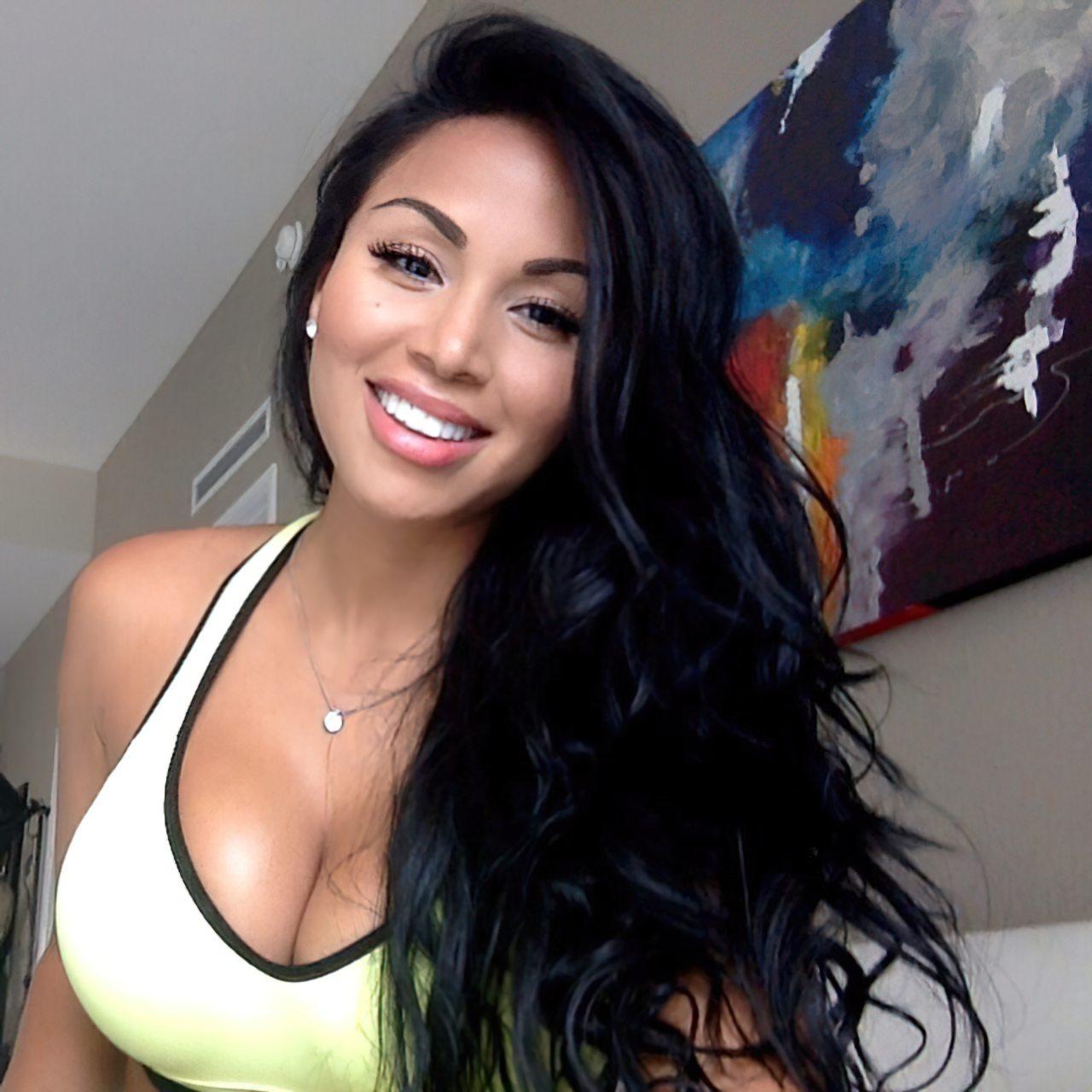 Dolly Castro (32)