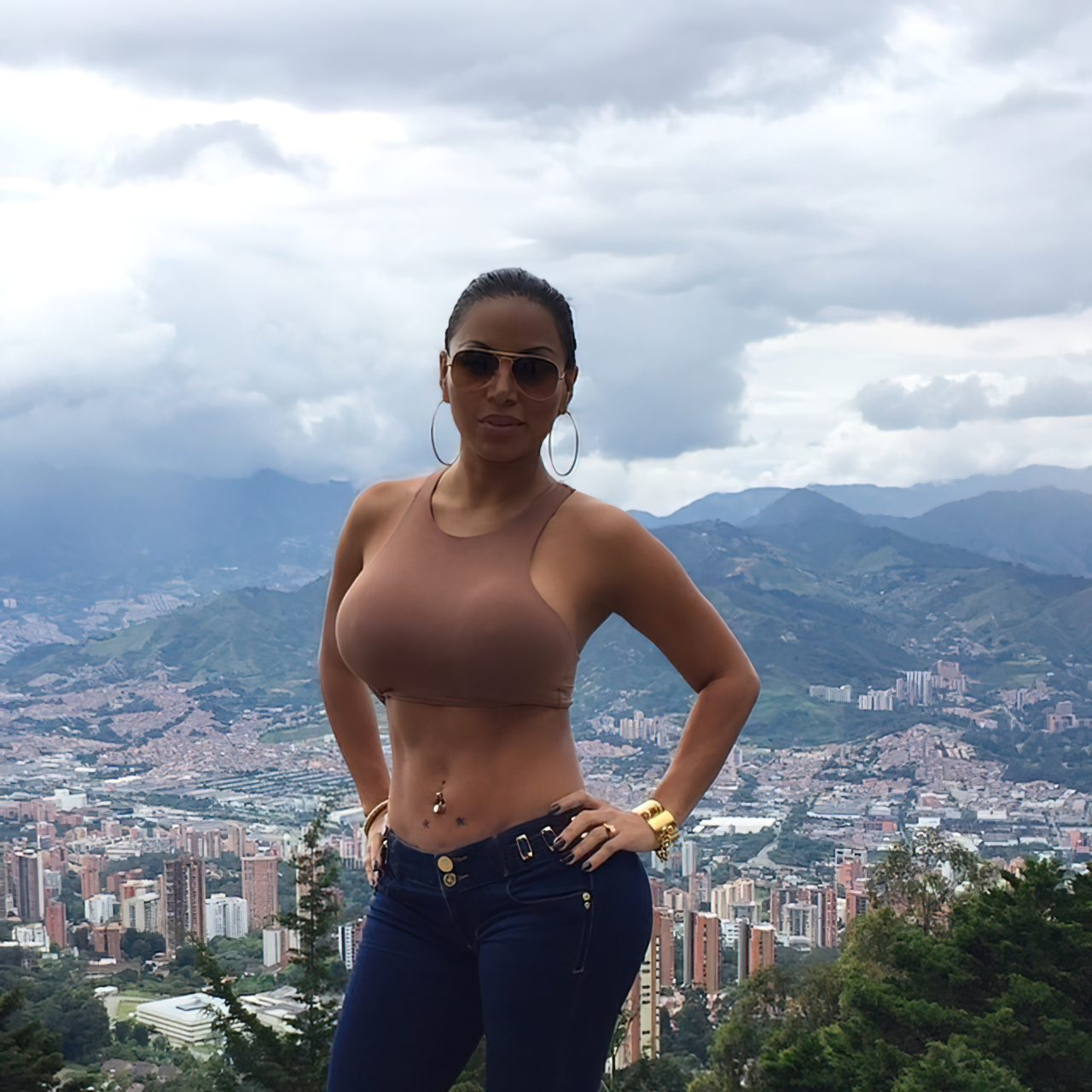 Dolly Castro (47)