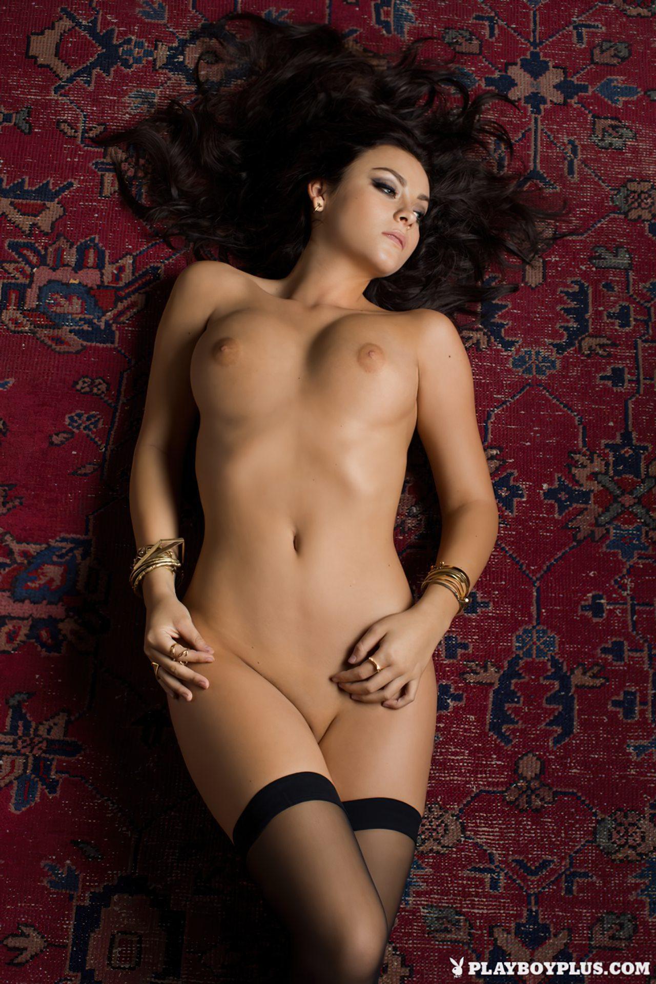 Alexandra Tyler Nua (17)