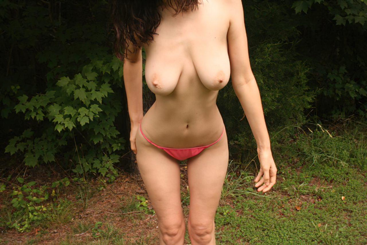 Amadora Tirando Roupa Jardim (3)
