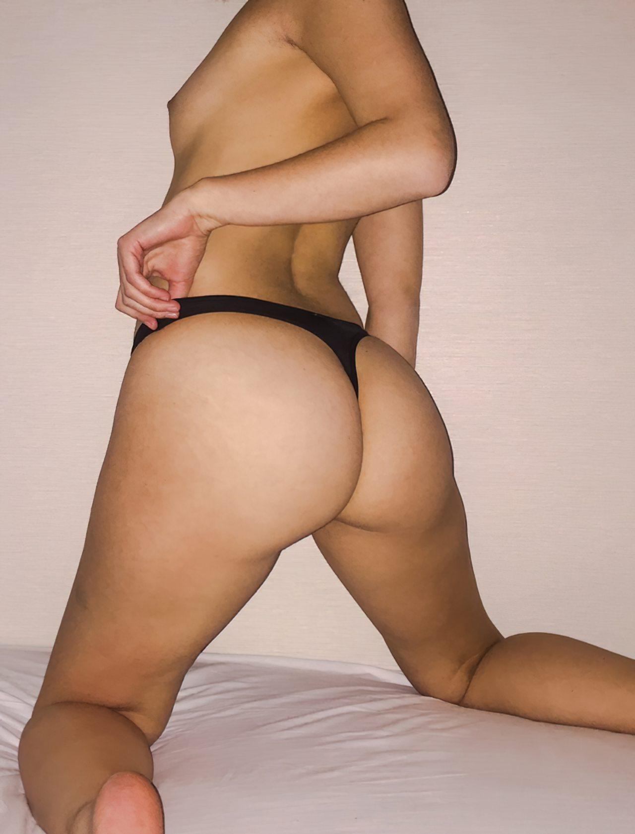Mulher Quase Nua Cama (1)