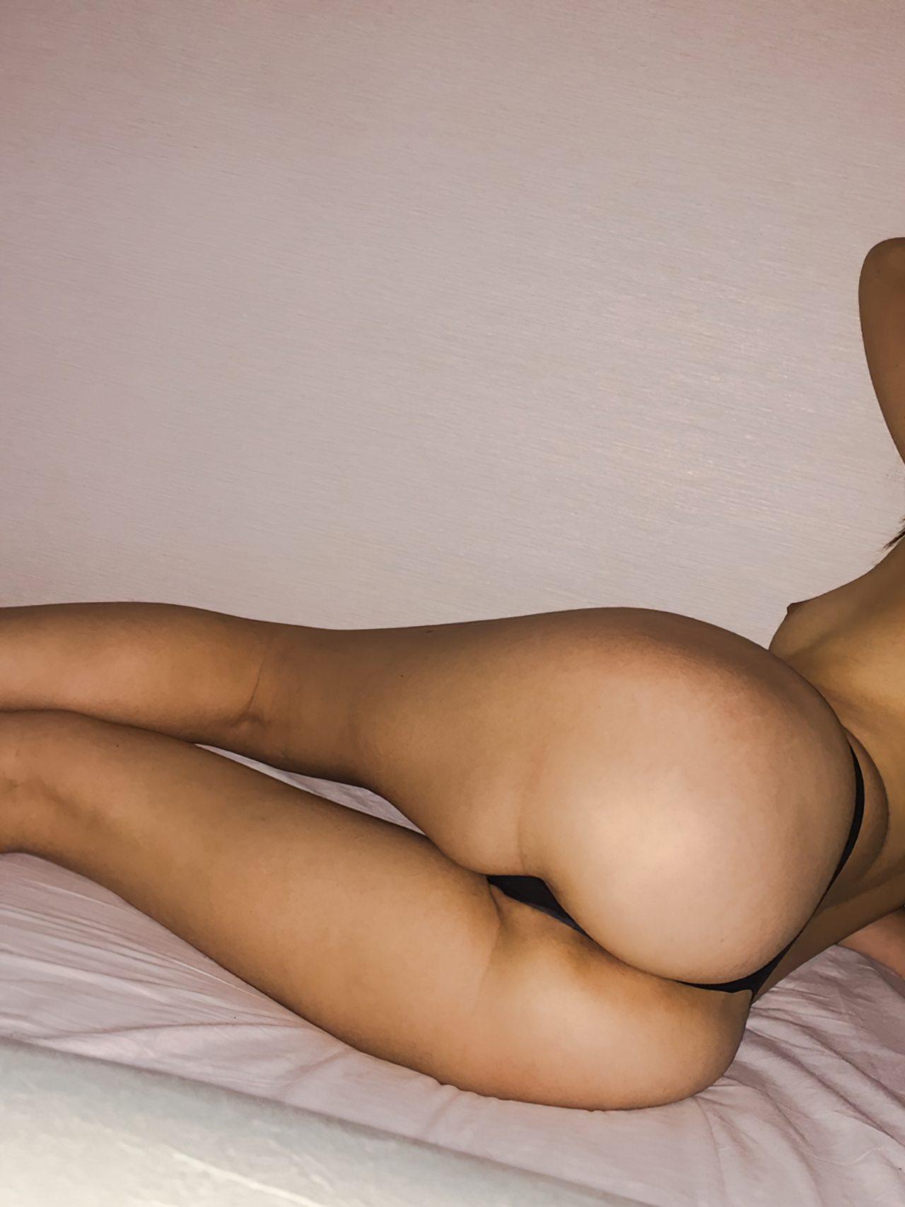 Mulher Quase Nua Cama (6)