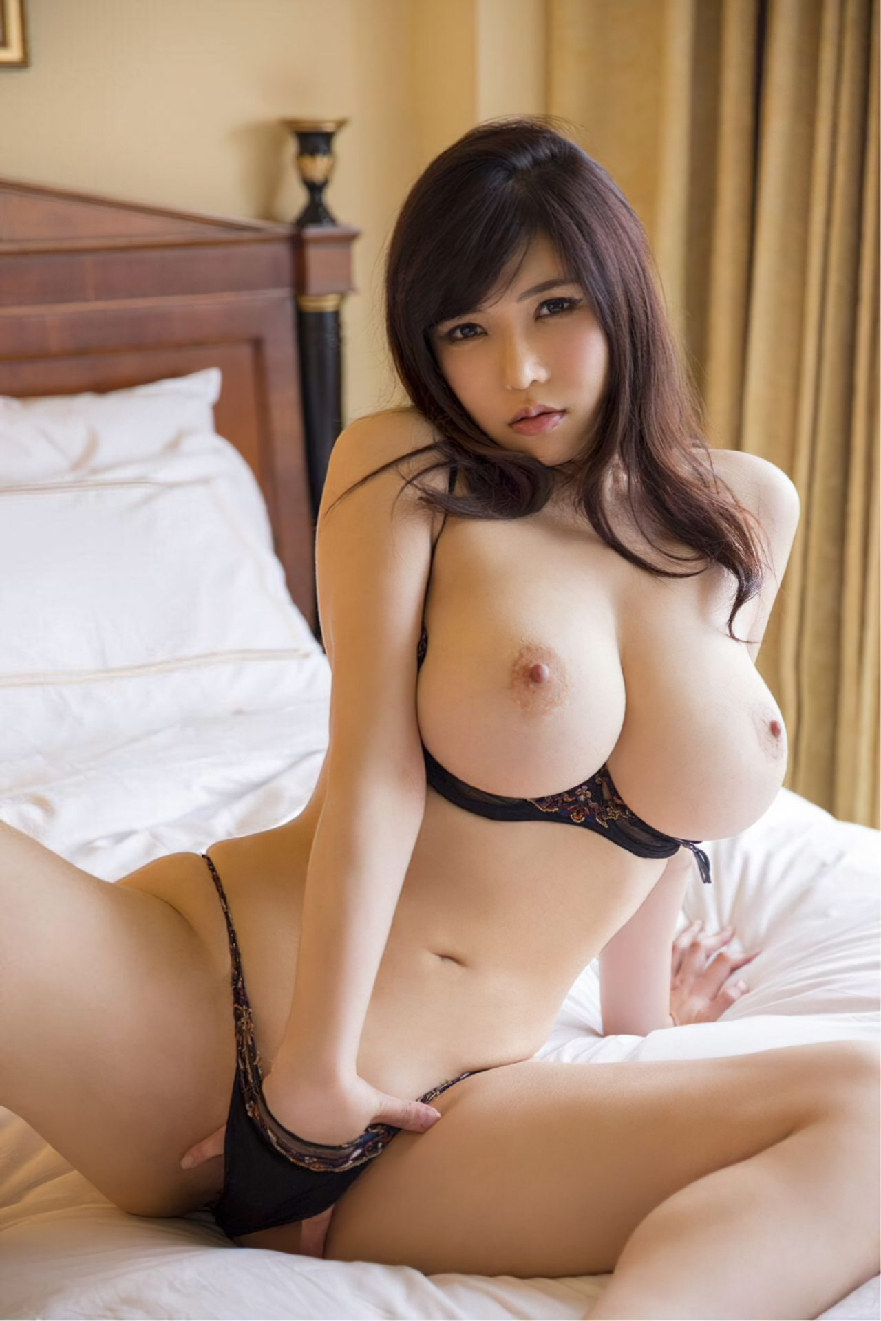 Japonesa Sensual na Cama