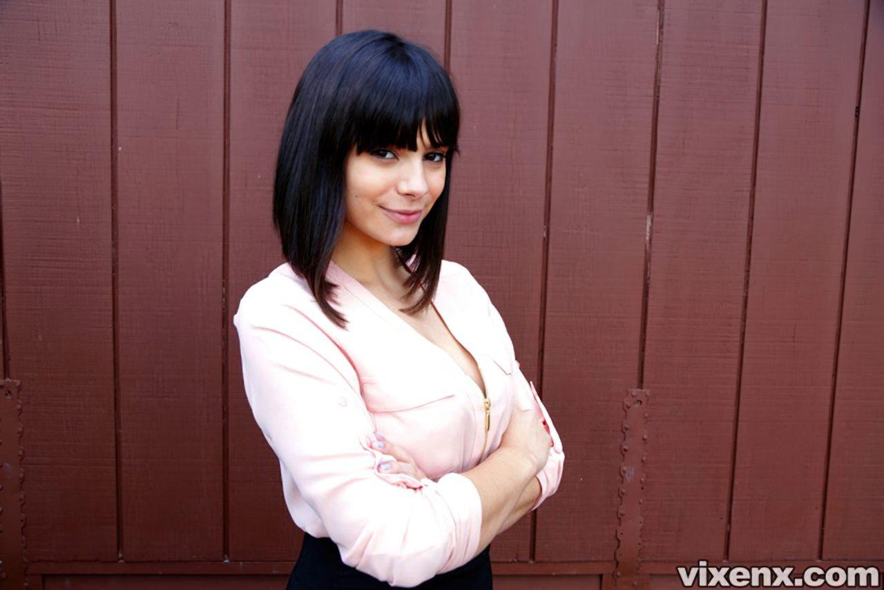 Mulher Atraente Cama (1)