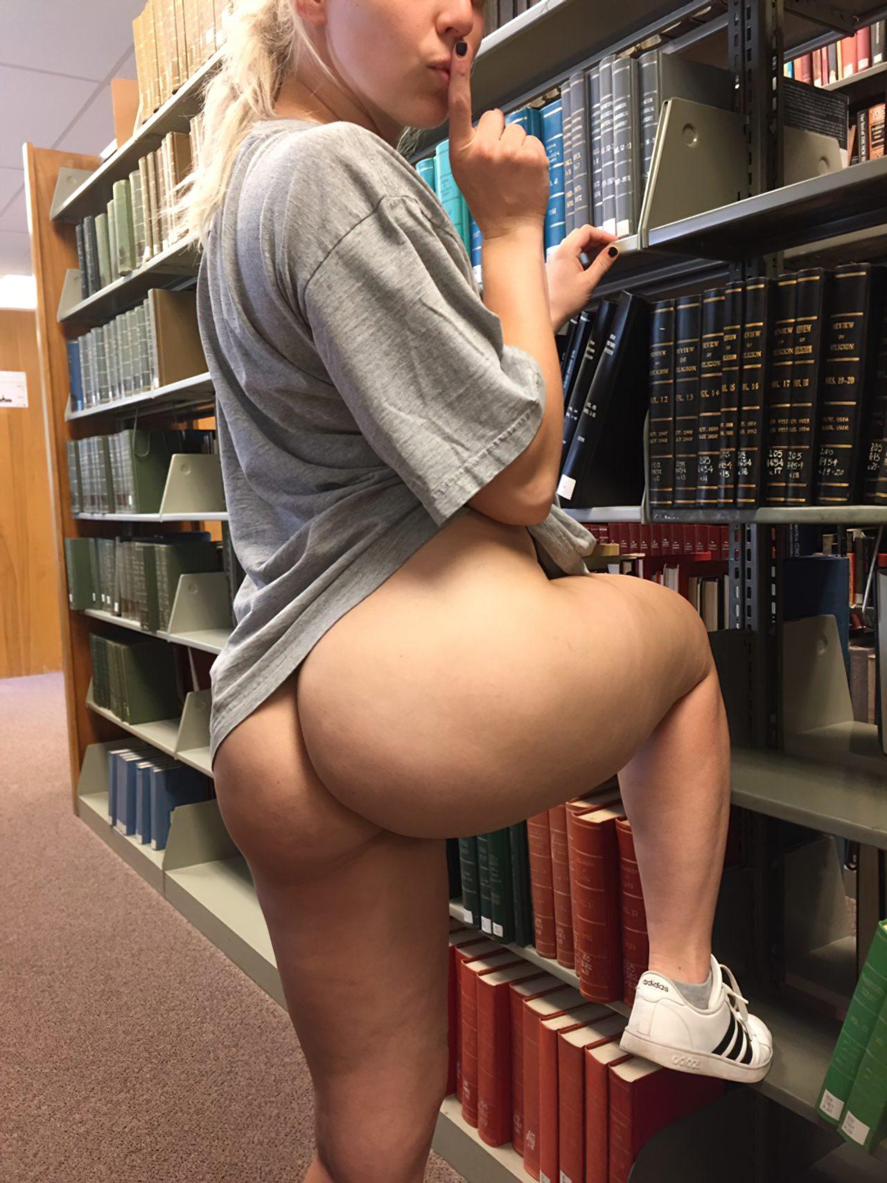 Estudante na Biblioteca (1)