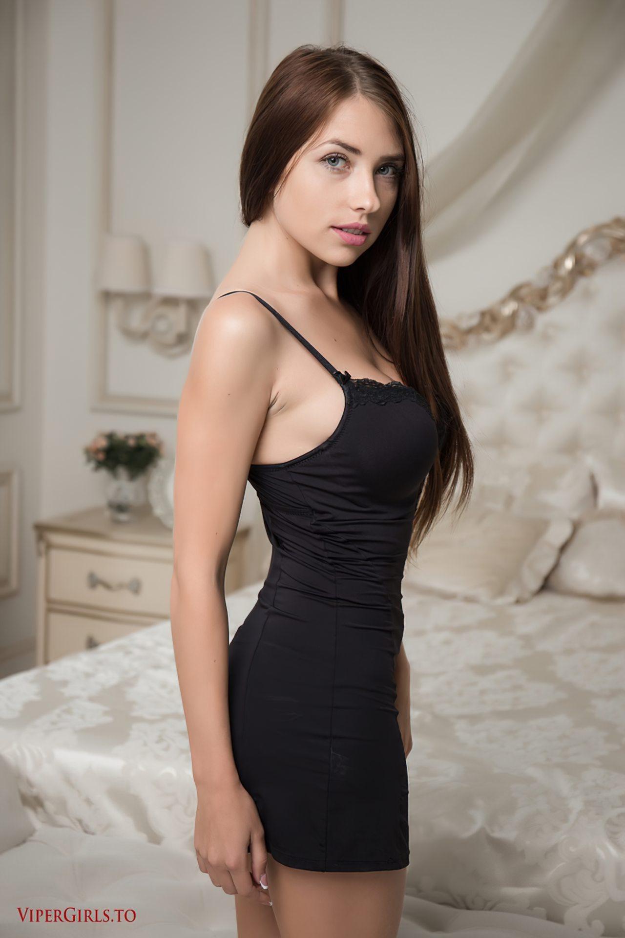 Despindo Vestido no Quarto (2)