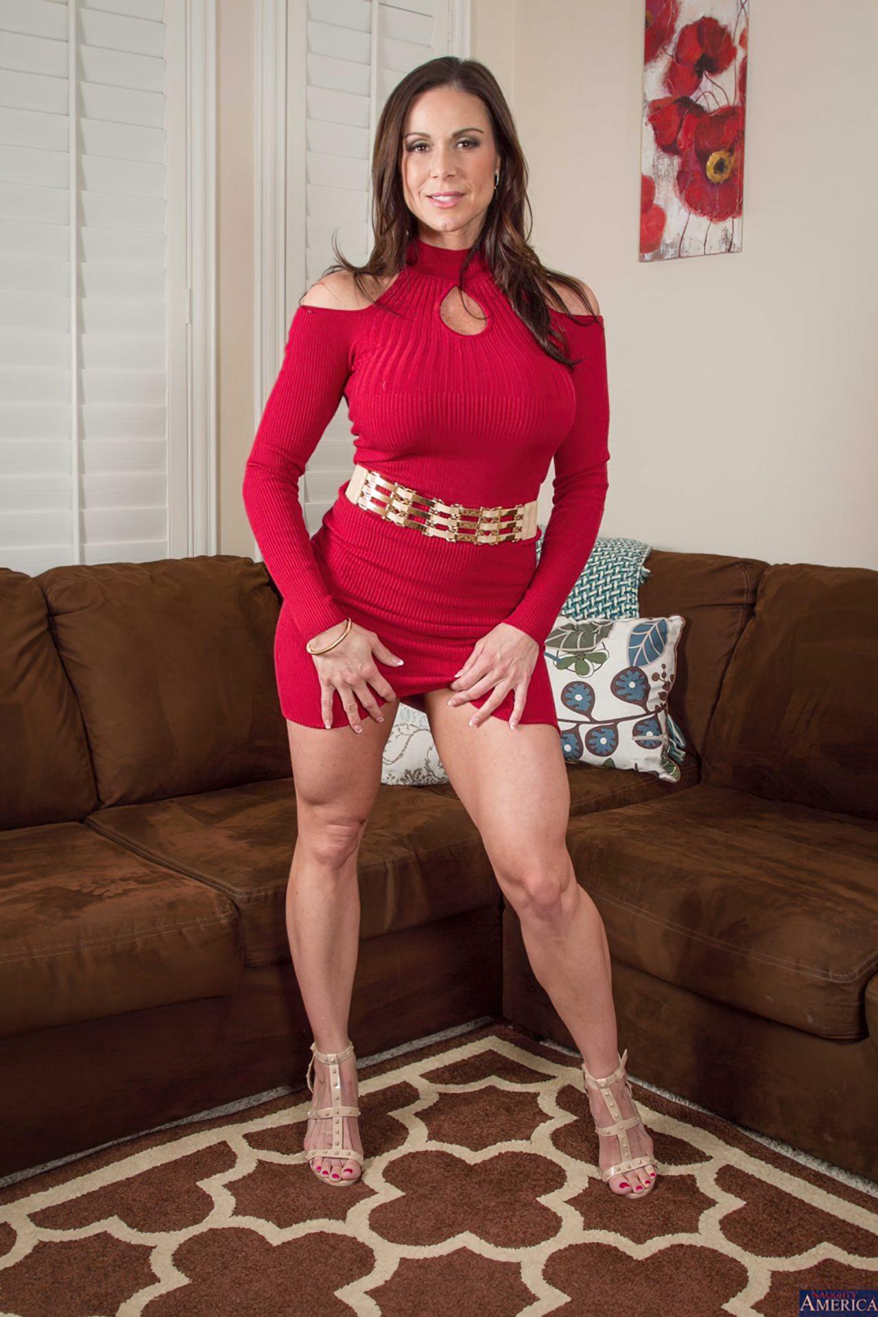 Milf Despindo Vestido Vermelho (2)