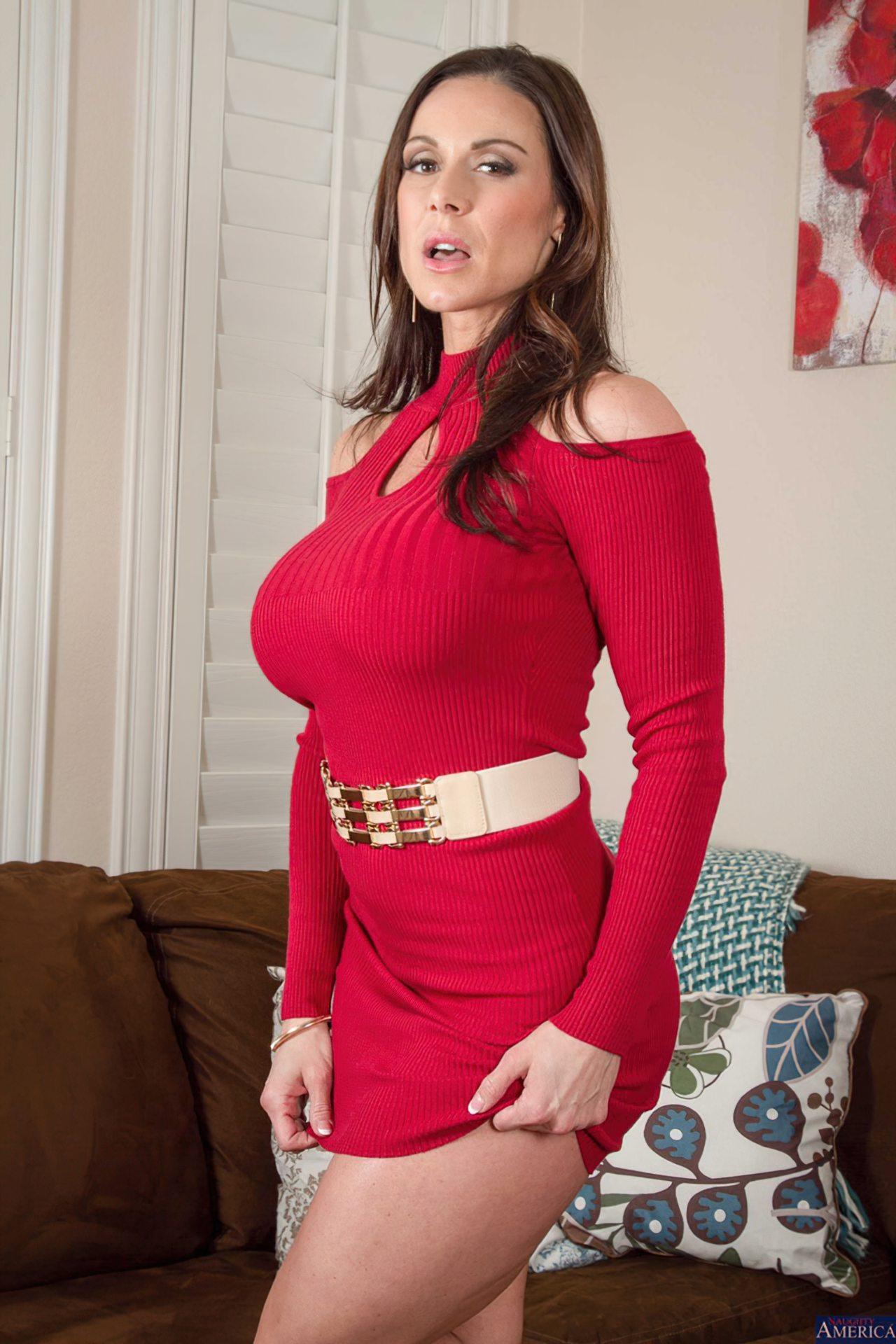 Milf Despindo Vestido Vermelho (3)