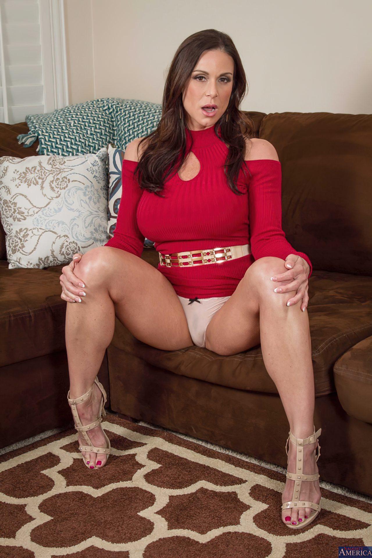 Milf Despindo Vestido Vermelho (6)