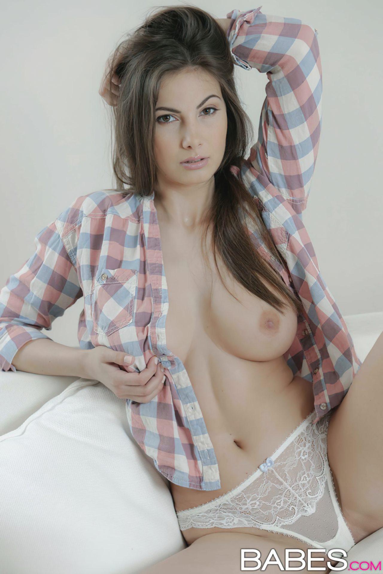Connie Carter Nua (3)