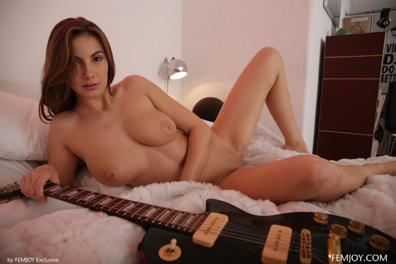 Connie Carter Nua (6)