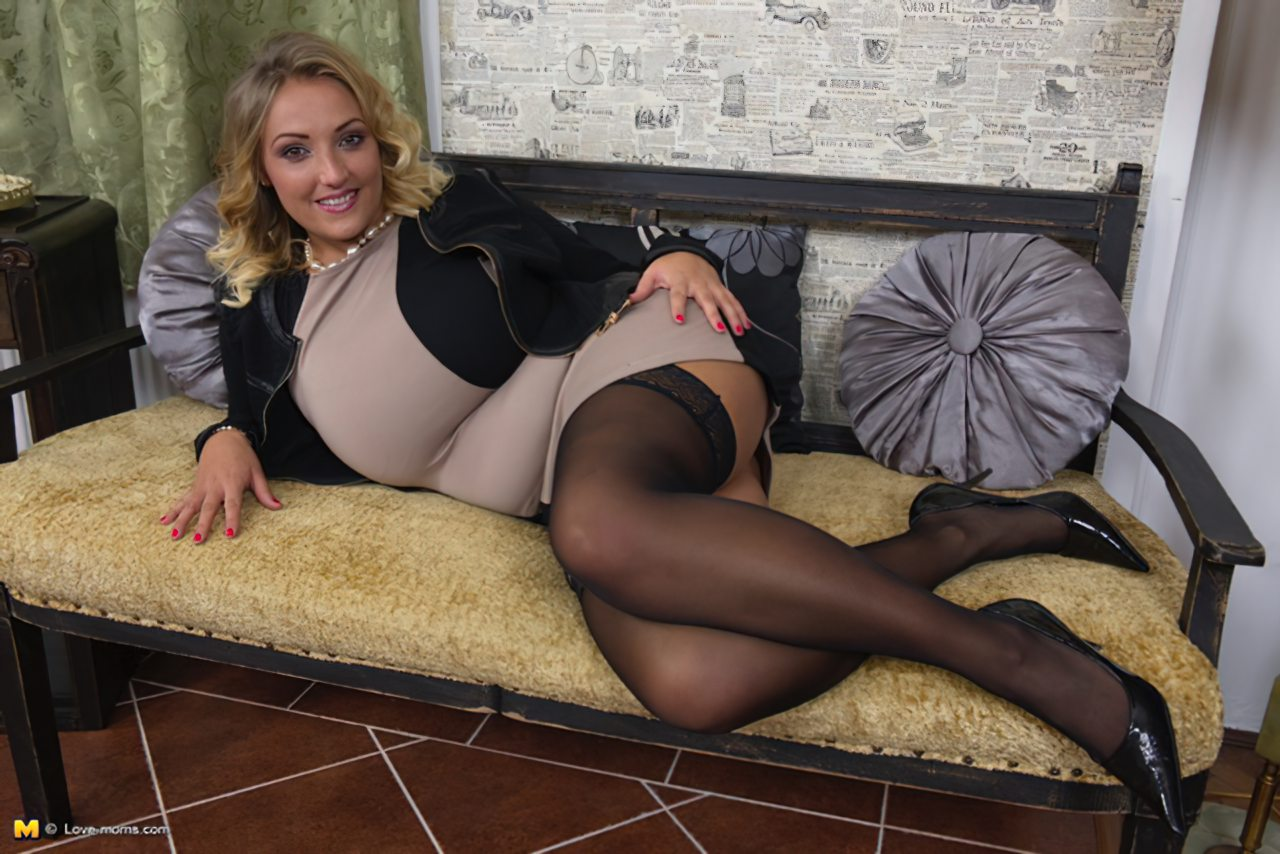 Loira Sexy Segredos Striptease (8)