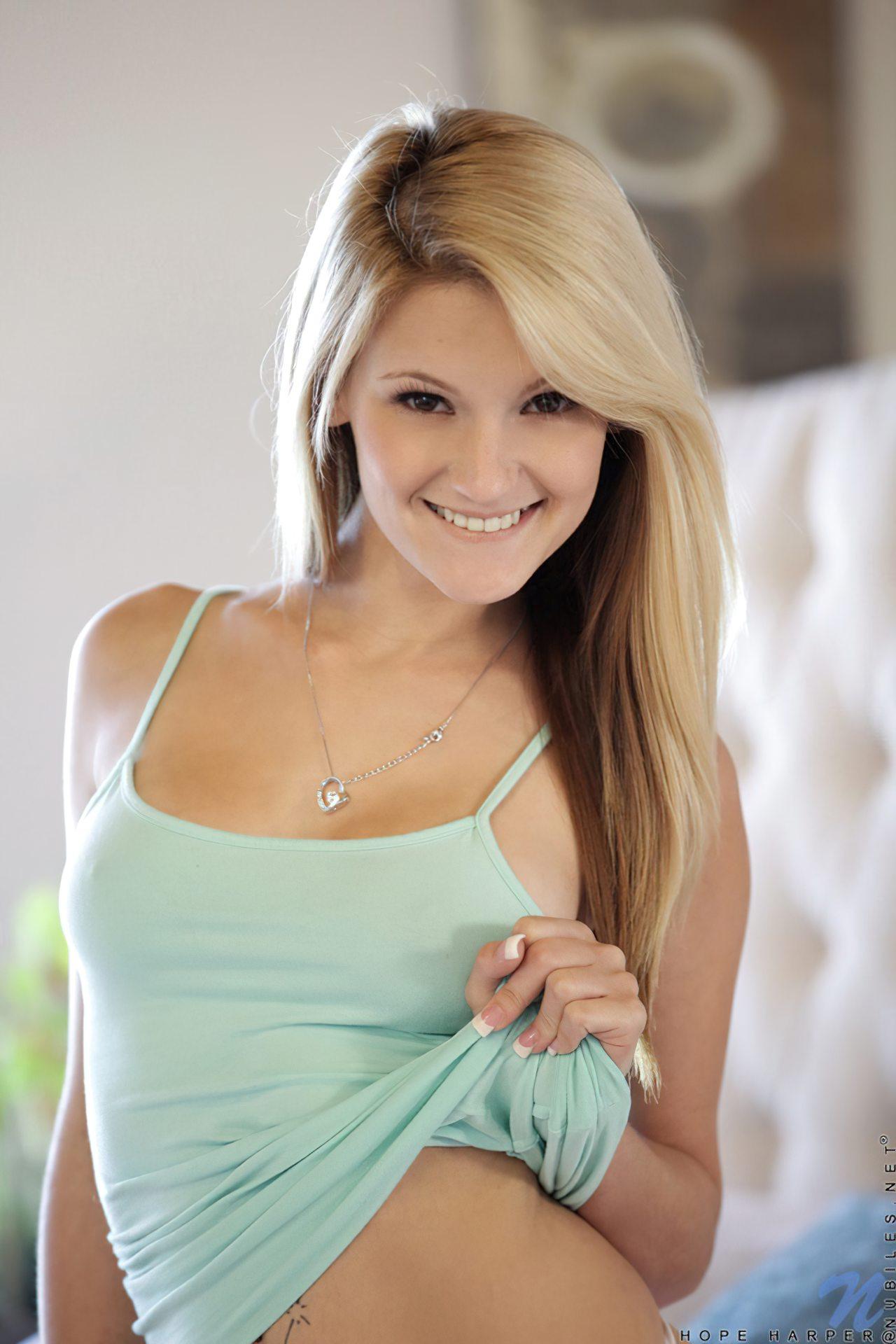Mulher Loira Linda (2)