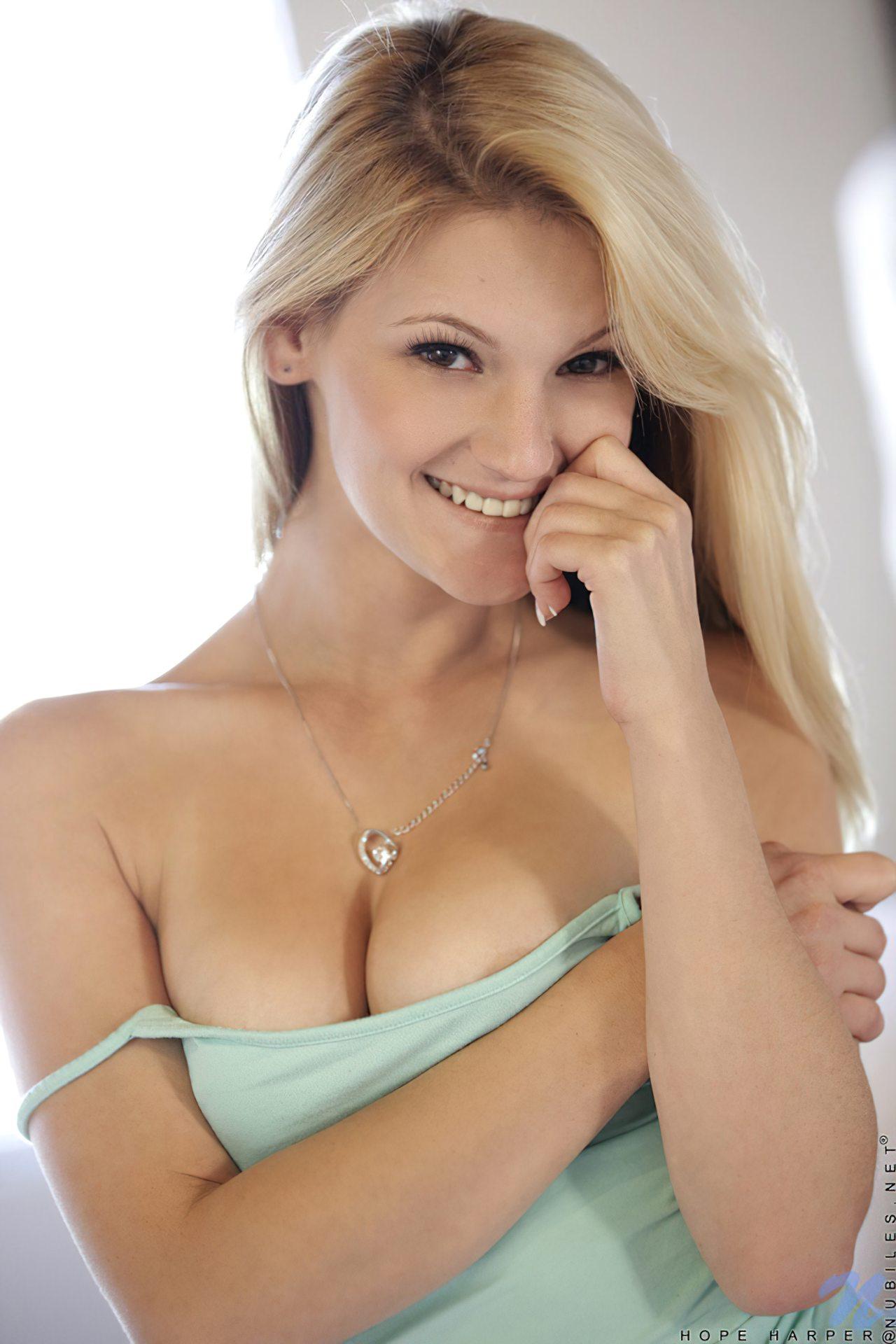 Mulher Loira Linda (5)