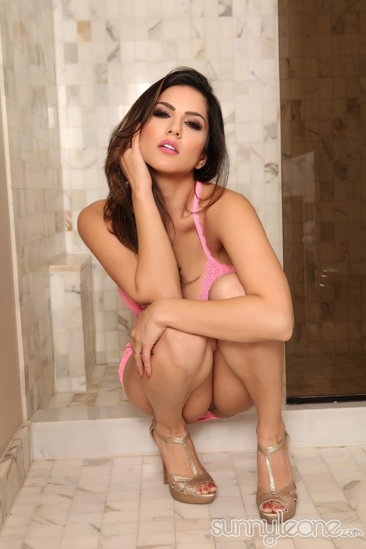 Sunny Leone na Casa de Banho (8)