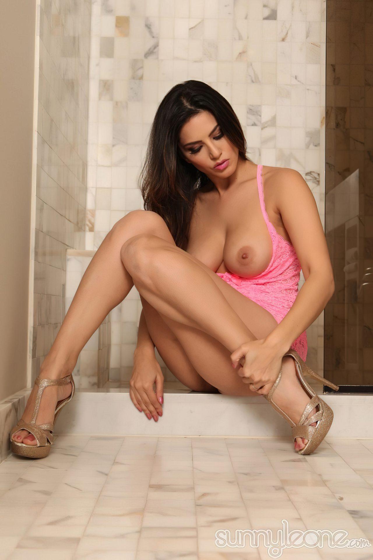 Sunny Leone na Casa de Banho (12)