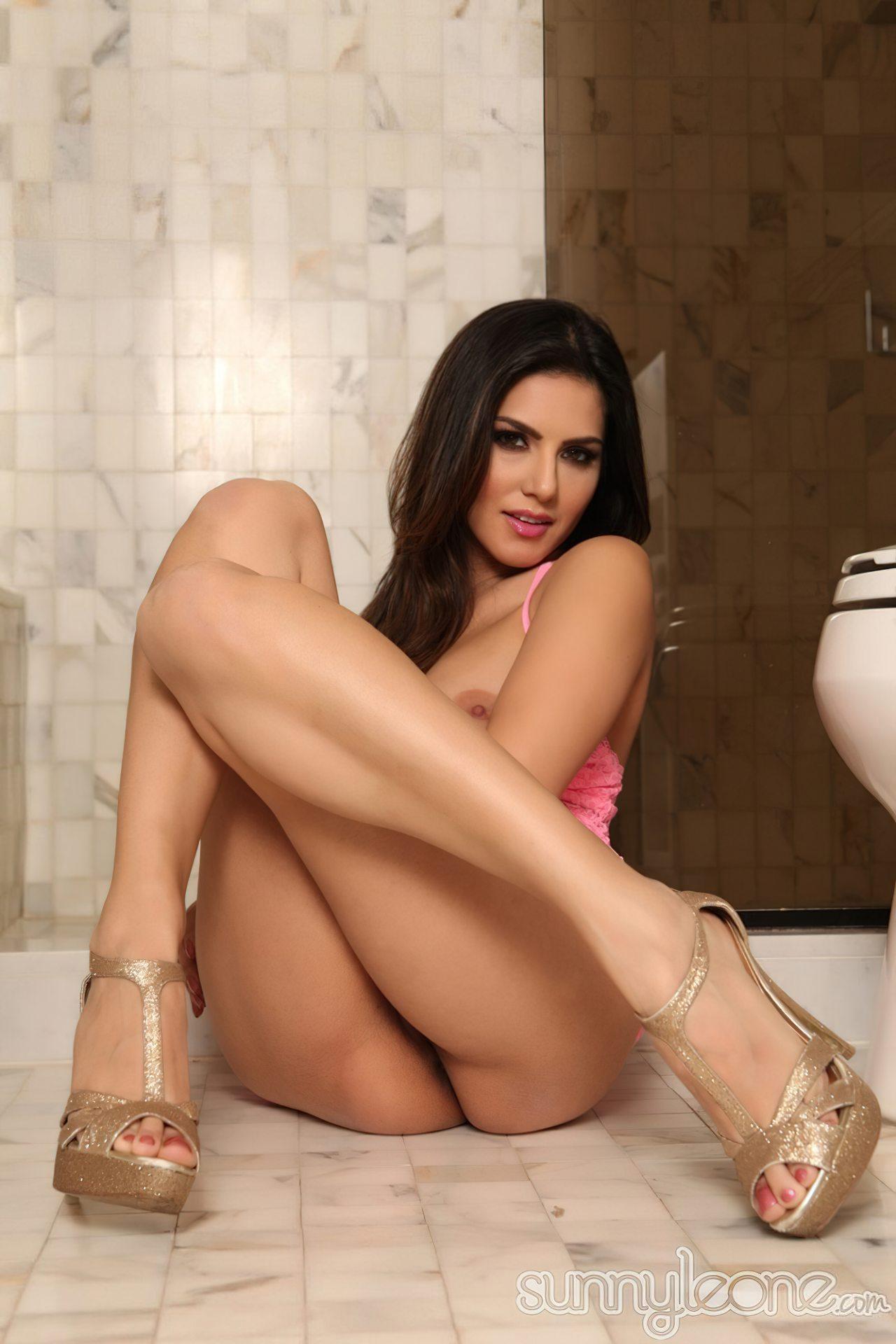 Sunny Leone na Casa de Banho (16)