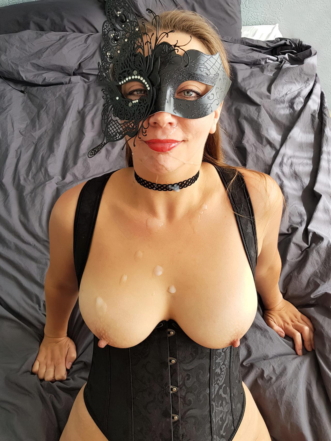 Mulher Anonima Coberta Leite