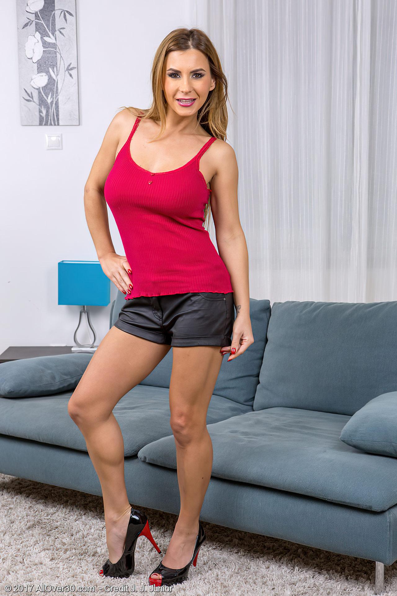 Trintona Faz Strip Sofa (1)