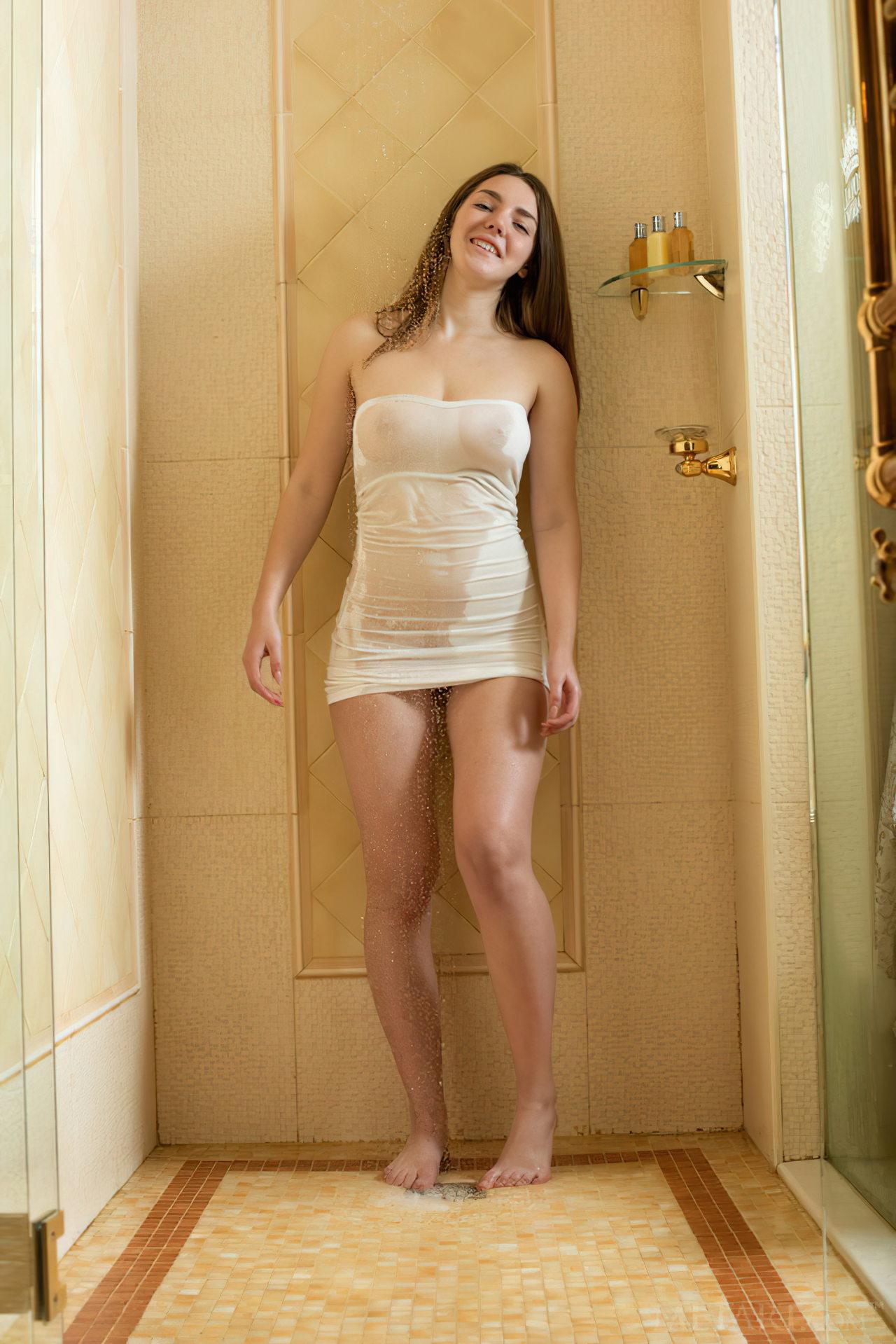 Mulher Tomando Banho (2)